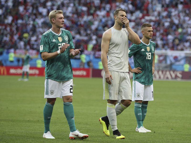Manuel Neuer salió decepcionado e incrédulo al igual que sus compañeros (AP)