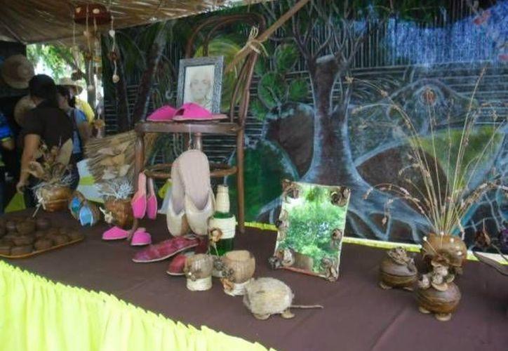 Los productores participantes también ofertarán diferentes artículos elaborados con coco. (Harold Alcocoer/SIPSE)