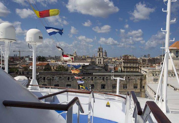 Cuba cambió una norma que prohibía a los nacidos allí arribar a la isla por mar. (AP)
