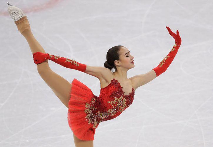Con 15 año, la rusa es la segunda campeona individual más joven del patinaje artístico. (Foto: AP)