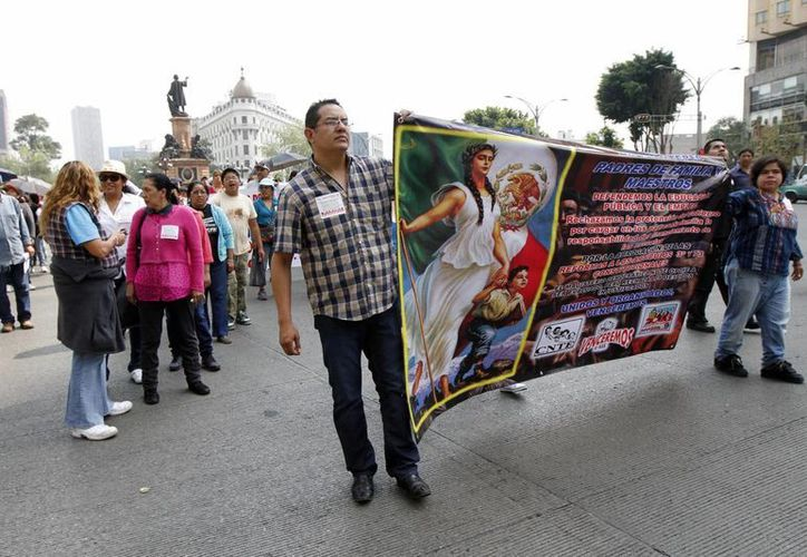 Las marchas de la CNTE han afectado a numerosos comerciantes del Distrito Federal. (Notimex)