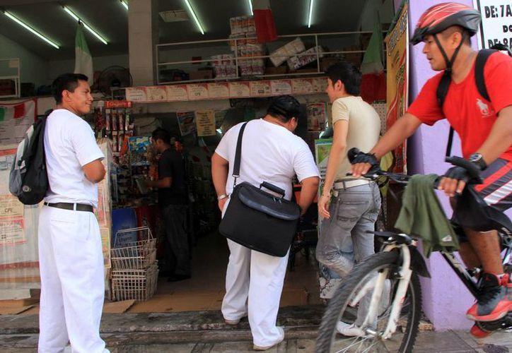 El uso del casco en la bicicleta es primordial para prevenir lesiones. (SIPSE)