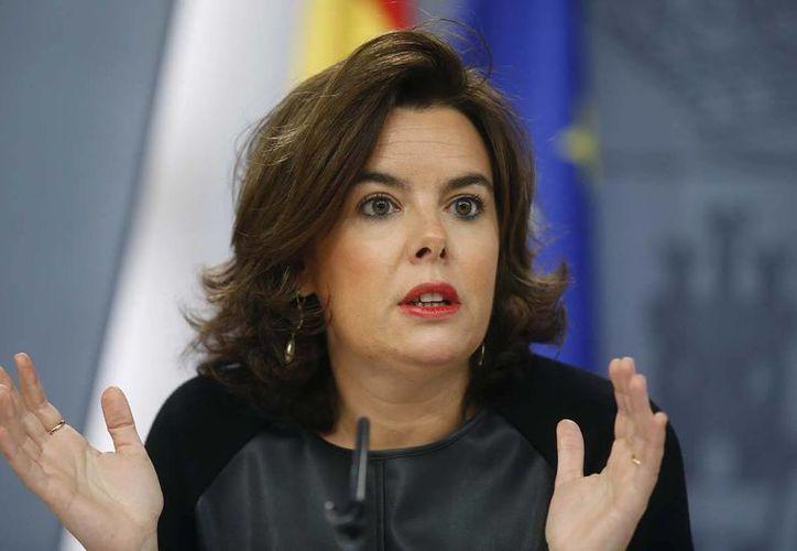 La vicepresidenta del Gobierno en funciones, Soraya Saénz de Santamaría, durante la rueda de prensa que ofreció hoy en el Palacio de la Moncloa. (EFE)