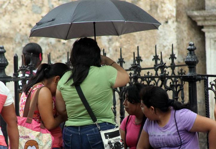 Pese a que es muy posible que este martes llueva en Yucatán, las temperaturas serán calurosas a muy calurosas durante el día y cálidas al amanecer. (SIPSE)