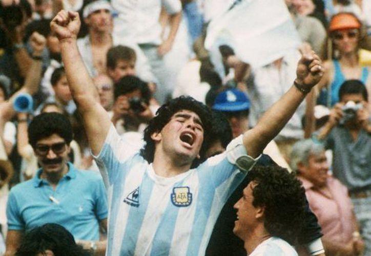 El único Mundial que Maradona pudo ganar fue el de México. En la foto celebra la coronación. (equiposdefurbo.blogspot.com)