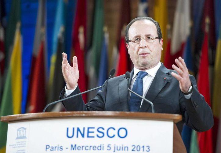 El presidente francés, François Hollande, pronuncia un discurso al recibir el premio. (EFE)