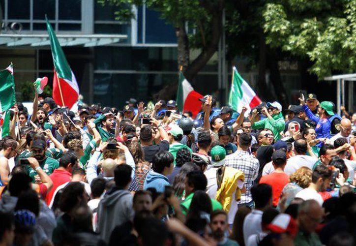 Partidos políticos capitalizarán el triunfo del TRI para sus campañas electorales. (Foto: Política MX)