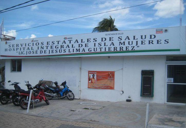 El Hospital Integral de Isla Mujeres sigue aplicando vacunas contra influenza estacional. (Lanrry Parra/SIPSE)