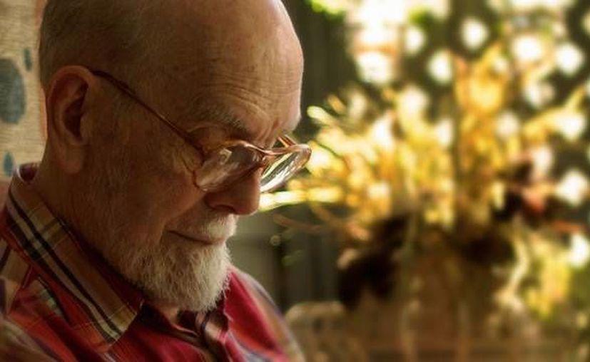 Miller Willliams, poeta de Arkansas y padre de la cantautora Lucinda Williams, falleció este jueves. (aetn.org/Foto de archivo)