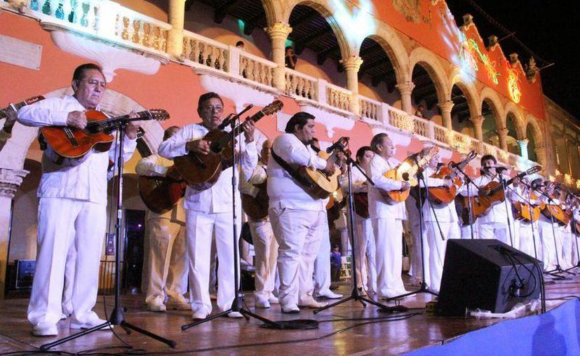 A una sola voz los trovadores le cantaron a la Ciudad Blanca en su 473 aniversario. (Milenio Novedades)