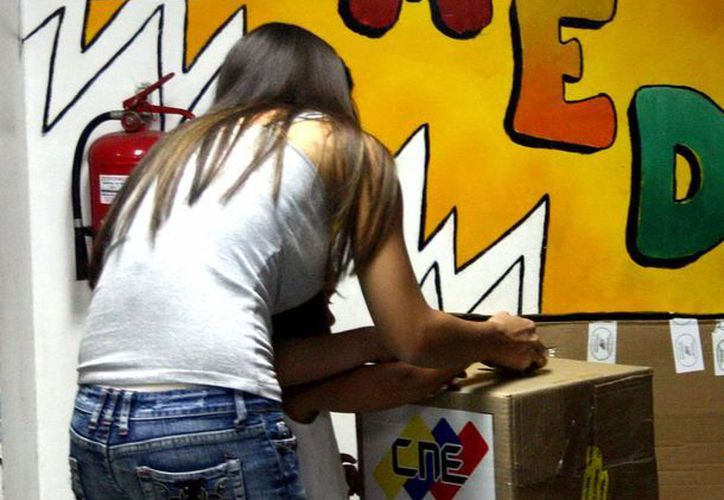 El CNE felicitó al pueblo venezolano por su 'amplia' participación en los comicios de hoy. (Notimex)