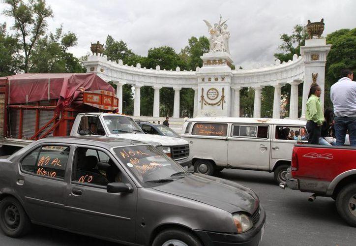 Juan José Guerra Abud, titular de la Semarnat, indicó que el 70 por ciento de la contaminación en la capital del país proviene del parque vehicular. (Archivo/Notimex)
