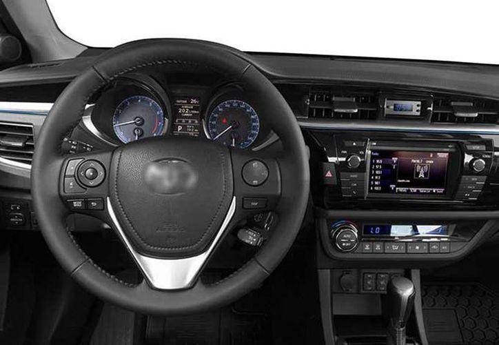 El simple de hecho de encender el aire acondicionado en tu vehículo hace que gastes más gasolina. (Archivo/Agencias)