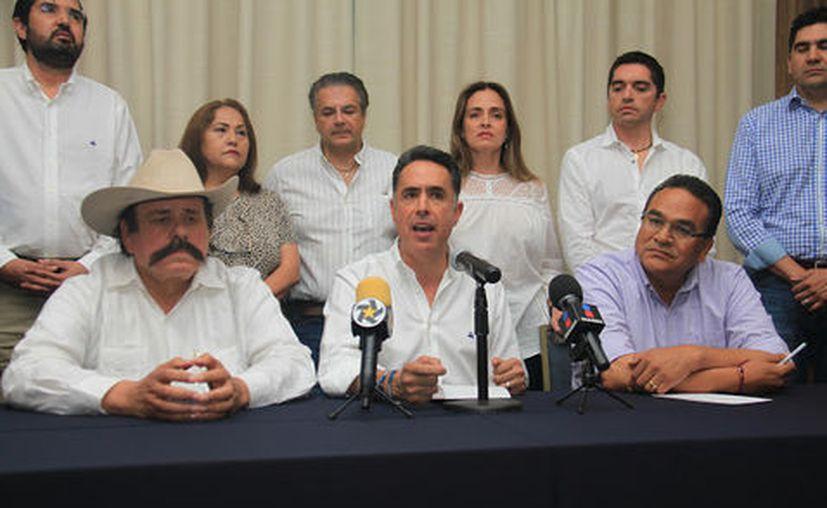 Se trata de un frente inédito, de quienes están  en contra del resultado que da al PRI como ganador. (Foto: Milenio)
