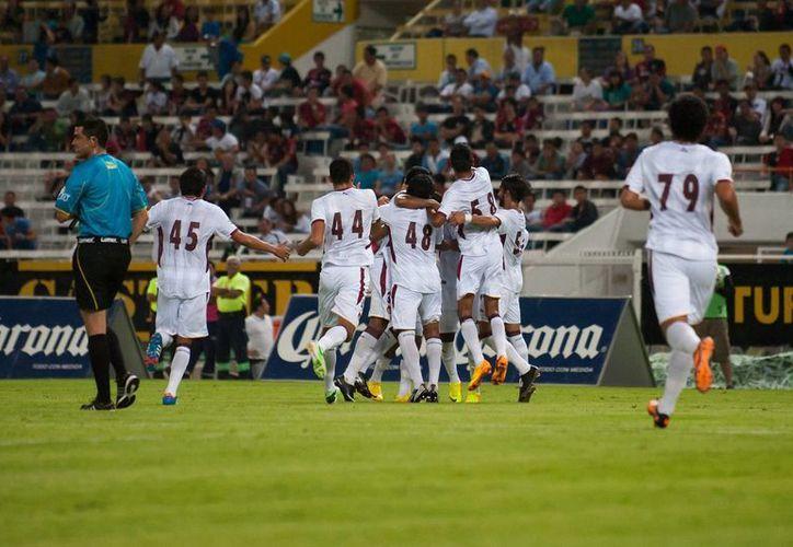 Primero anotó el ciervo Eduardo Fernández, pero después Juan Ángel Neira puso adelante a los jalicienses y Alejandro Molina selló el empate. (Milenio Novedades)