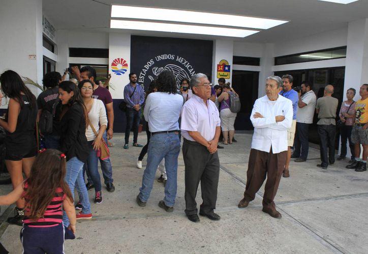 """Durante la rueda de prensa llevada a cabo por miembros de la Junta Interdisciplinaria de #YoSoy132, se calificó como """"crueldad"""" los actos policíacos. (Victoria González/SIPSE)"""