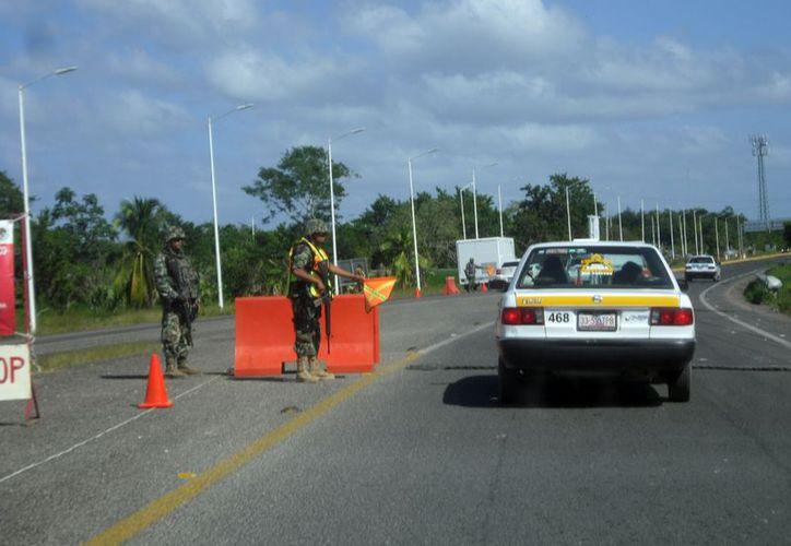 Se instalan marinos en el tramo carretero Chetumal-Subteniente López. (Redacción/SIPSE)