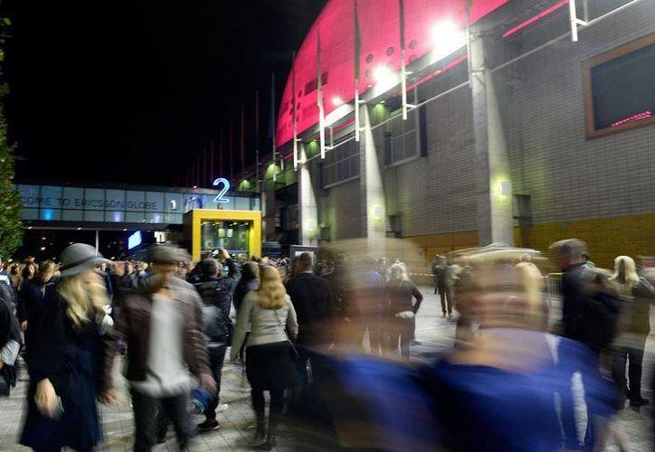 Un concierto de la banda U2 fue cancelado debido a que los organizadores tuvieron fallas en la seguridad del evento. La imagen es de la evacuación del lugar donde se realizaría el concierto. (AP)