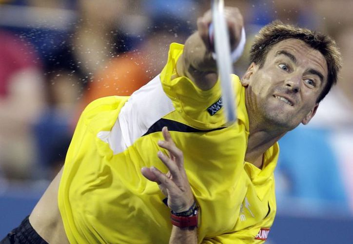 Tommy Robredo durante su partido ante el suizo Roger Federer en los octavos de final del Abierto de Estados Unidos. (Agencias)