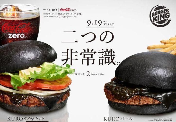Pese a lo curioso de la nueva hamburguesa negra de Burger King, que costará el equivalente a 97.57 pesos mexicanos, la cadena de comida rápida garantiza un gran sabor. (Facebook.com)