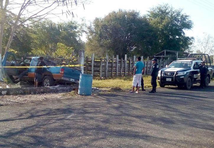 El conductor se hizo cargo de los daños causados en la telesecundaria del poblado de San Pedro Peralta. (Foto: Redacción/SIPSE)