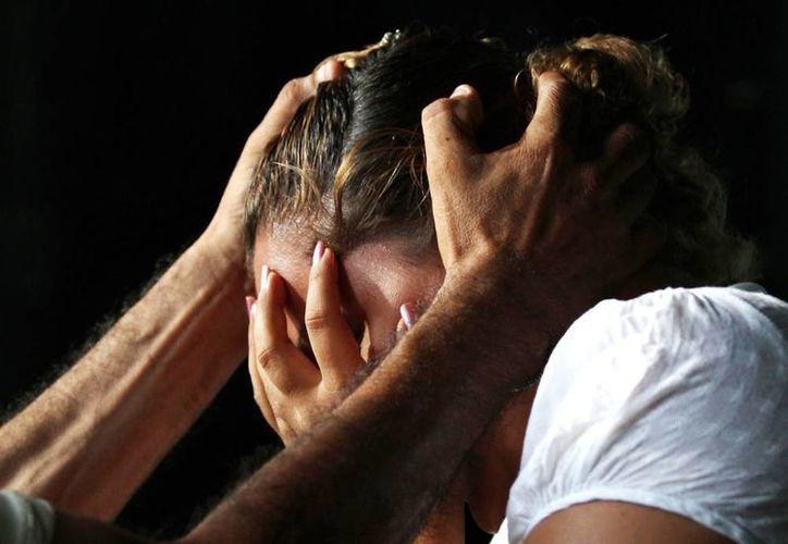 Comúnmente cuando se habla de violencia de género se piensa en la agresión de un hombre a una mujer. (Milenio Novedades)
