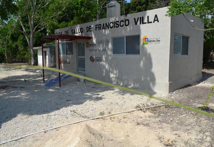 Fue construida en aproximadamente dos meses y medio, cuenta con un área de farmacia, consultorio médico y un dormitorio para el médico pasante. (Edgardo Rodríguez/SIPSE)