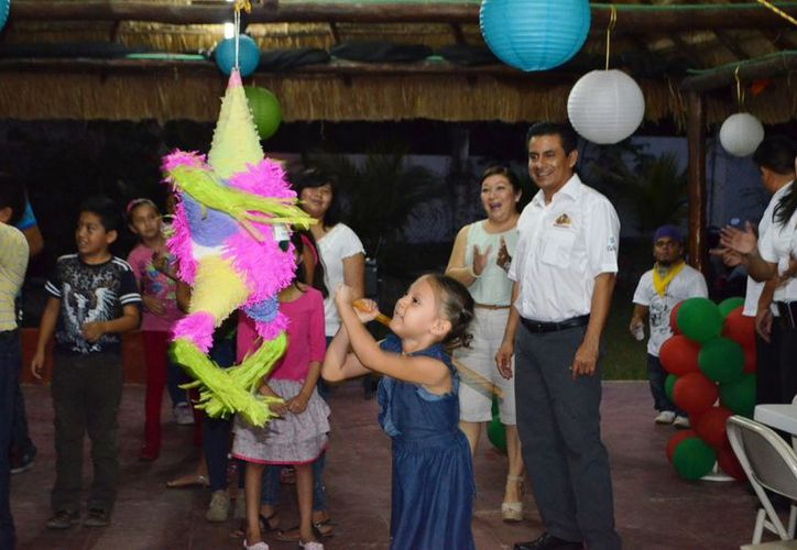 La Red de Difusores Infantiles de los Derechos de la Niñez es un programa federal avalado por la Unicef. El Concejo Municipal festejó a los miembros del grupo, mientras surgía ejemplo de lo contrario. (Juan Carlos Gómez/SIPSE)