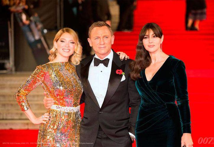 Actores de la cinta 'Spectre' de la saga James Bond llegaron a México para promover el estreno de la cinta. La imagen no correponde a su llegada a México, está utilizada sólo con fines ilustrativos. (007.com)
