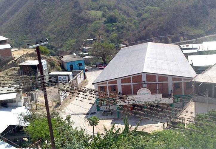 El expresidente municipal falleció en el lugar de los hechos tras recibir varios impactos, en el poblado de Guevea de Humbolt en Oaxaca. (Facebook)