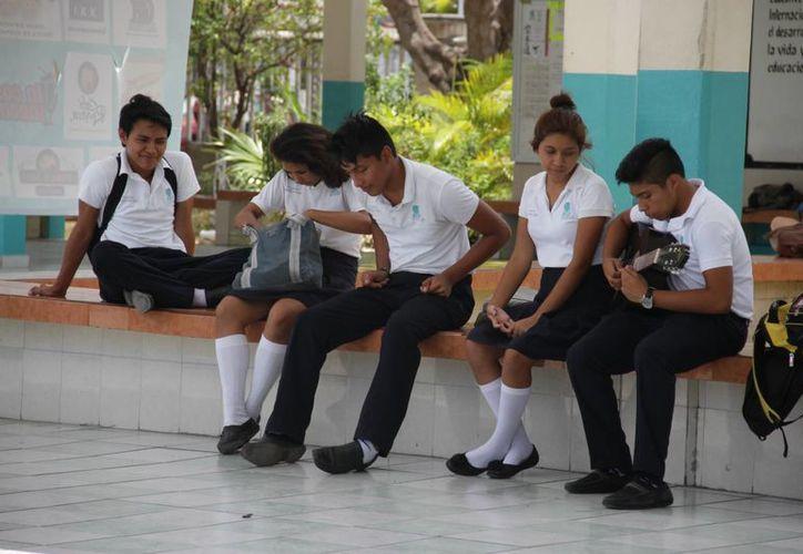 Escuelas toman la iniciativa de promover la feria científica . (Consuelo Javier/SIPSE)