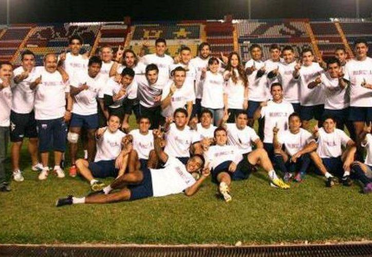 El equipo de fútbol se une a la campaña contra la violencia. (Cortesía/SIPSE)