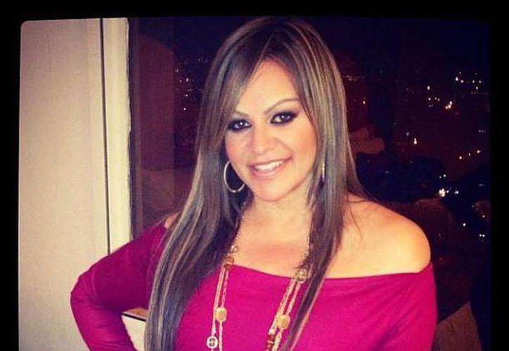 """Junto con Jenni Rivera murieron su publicista Arturo Rivera, su maquillista Jacob Yebale, su abogado Mario Macías y su estilista Jorge Armando """"Gigi"""" Sánchez Vásquez. (Facebook/Jenni Rivera)"""