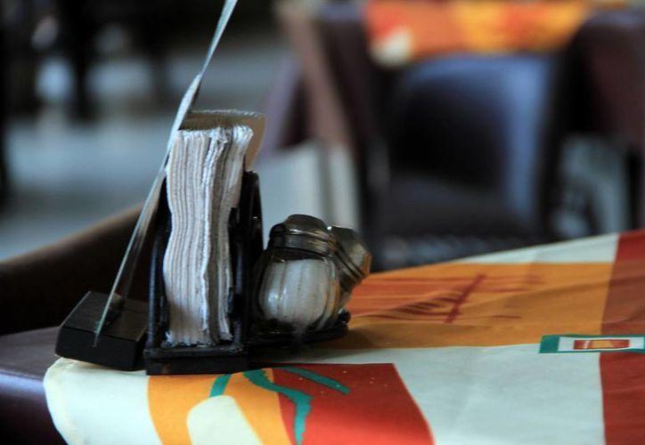 De acuerdo con la Canirac, nadie se ha quejado por la ausencia de saleros en los restaurantes de sus socios. (SIPSE)
