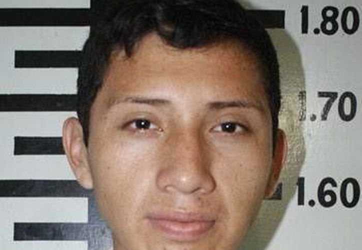Jorge Armando Heredia Maas fue captado por las cámaras de seguridad al momento de realizar el asalto. (FGE)