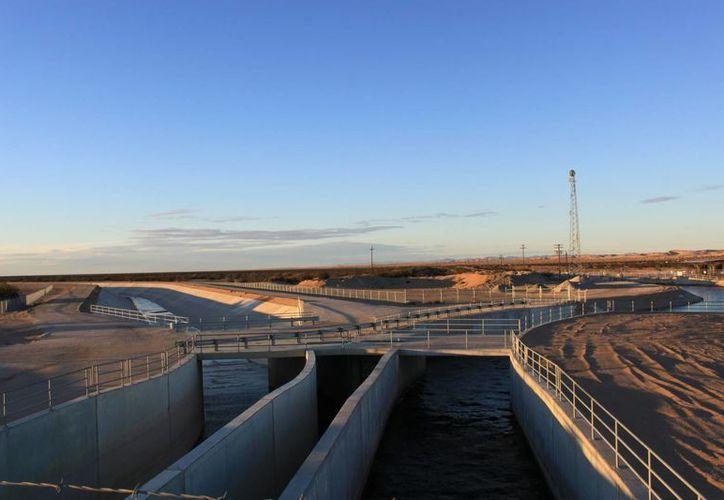 El túnel detectado por las autoridades de EU desembocaba bajo las aguas del All-American canal, en California. (mavensphotoblog.com)