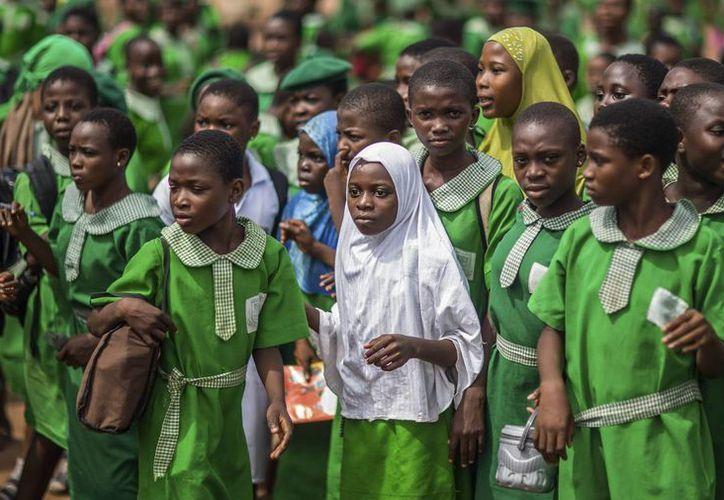 Fotografía fechada ayer, 11 de junio, y facilitada hoy, jueves 12 de junio de 2014, que muestra a unas estudiantes un instituto femenino musulmán en Ijebu Ode, Nigeria. (EFE)