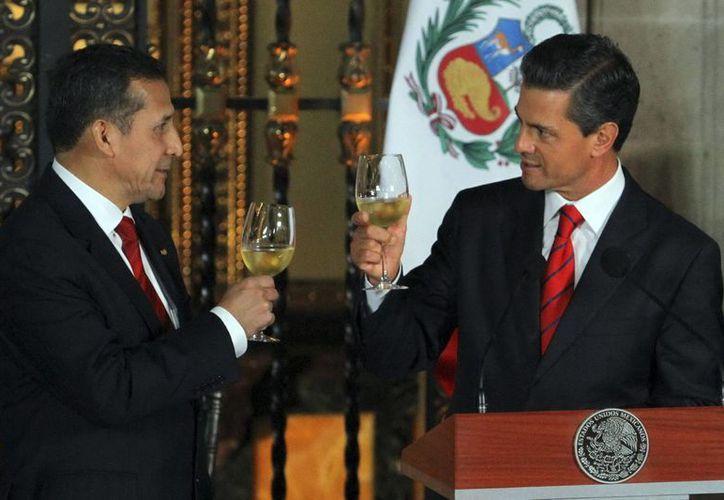 Ollanta Humala y Enrique Peña Nieto firmaron 14 acuerdos este jueves en México. (Notimex)