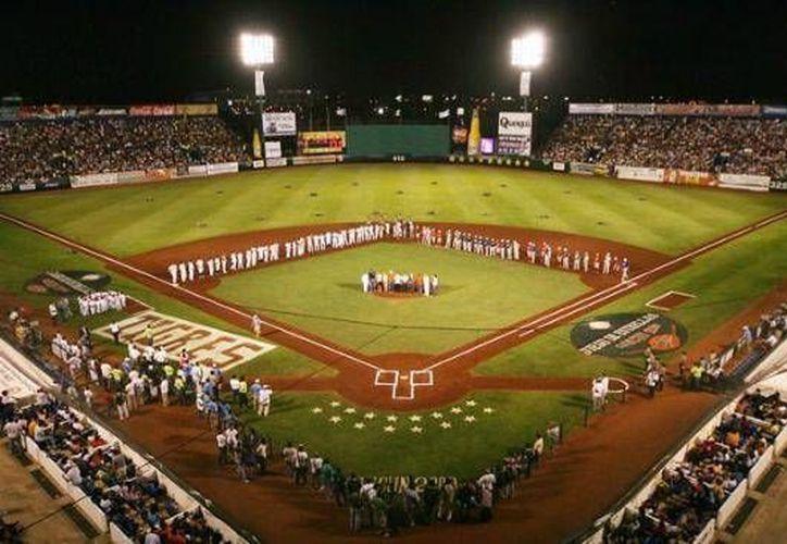 """El último juego de la serie entre Tigres y Pericos se llevó a cabo en el estadio de béisbol de """"Beto"""" Ávila. (Redacción/SIPSE)"""