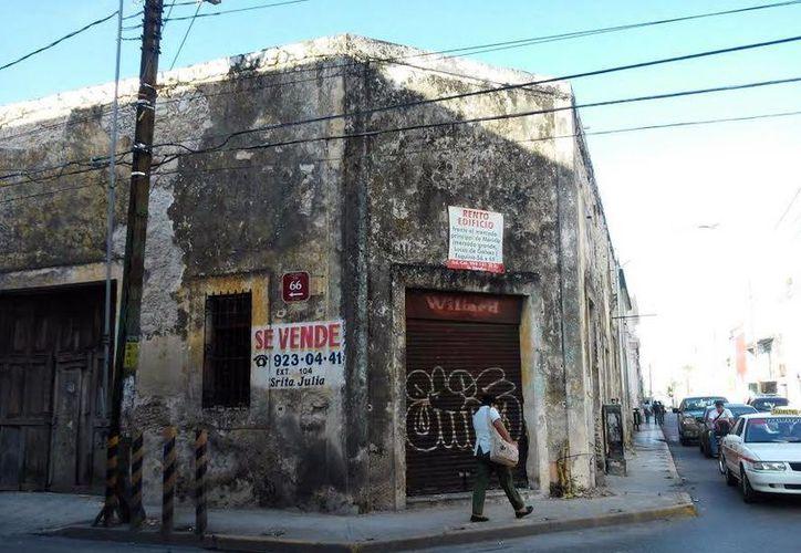 Ya se trabaja en corregir daños en casas del Centro Histórico de Mérida, lo que incluye a tapiales. (SIPSE)