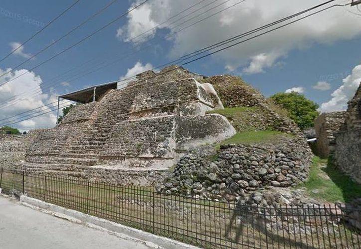Imagen de la zona arqueológica de Acanceh ubicada en el centro de dicha población. (Google Maps)