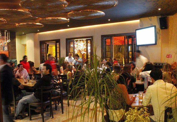 """En el restaurante """"La Doña"""" se ofrecen también hasta 40 tipos de mezcales. (Jesús Tijerina/SIPSE)"""