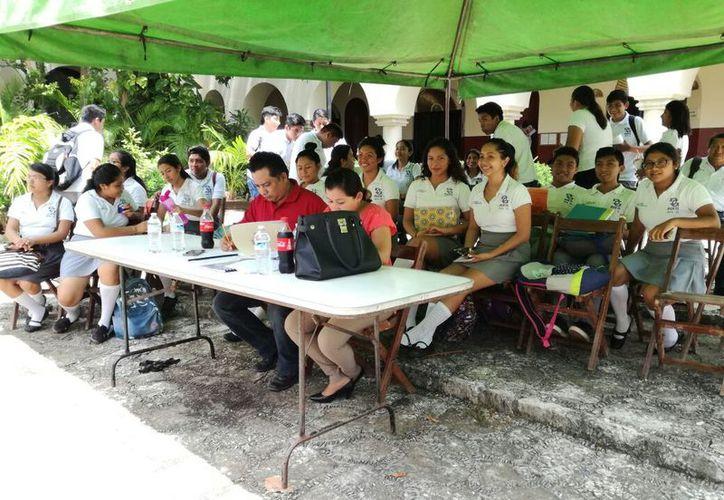 Los estudiantes concursaron en diferentes disciplinas para formar parte del selectivo que irá al encuentro. (Jesús Caamal/SIPSE)