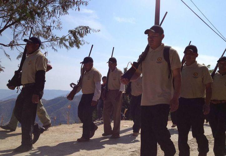 Guerrero es uno de los estados más afectados por el crimen, al grado de que se han formado grupo de autodefensa, como el de la imagen. (SIPSE/Archivo)