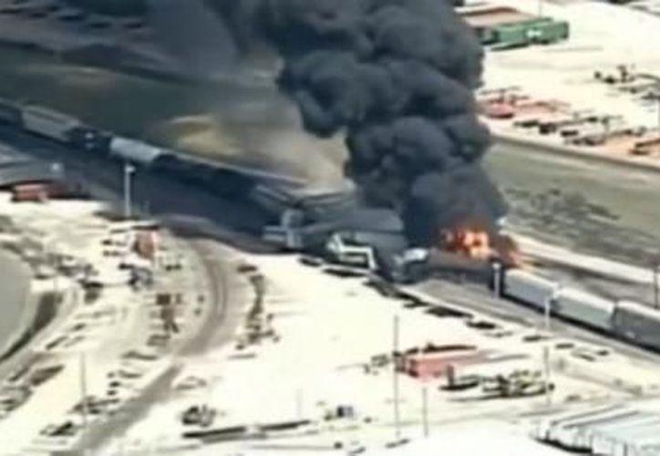 Durante la tarde de este martes, un tren se descarriló en las cercanías de Dupo, Illinois. (Foto: Captura de pantalla)