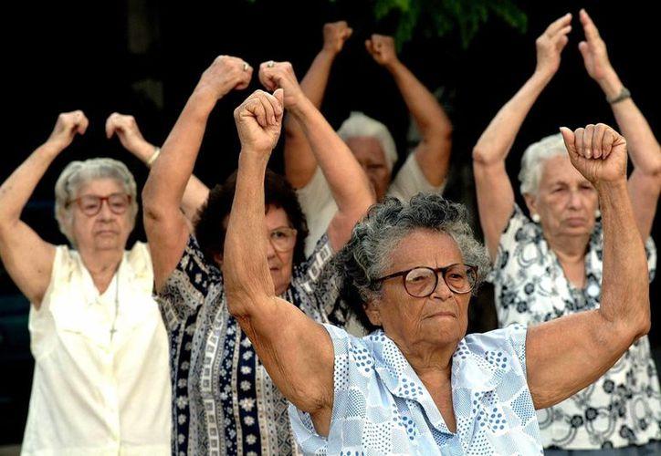 Actualmente, la esperanza de vida en Latinoamérica es de 74.7 años, casi cinco años menos que en las regiones desarrolladas. Imagen de contexto solo para fines ilustrativos. (EFE/Archivo)