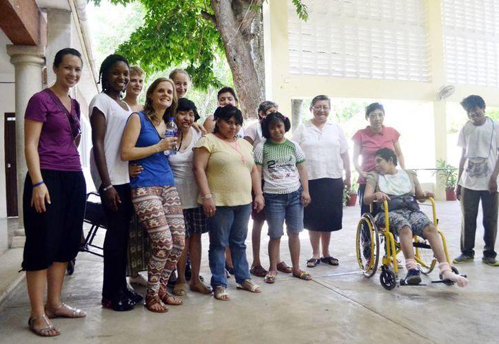 'Aprendamos de las personas con discapacidad, a través de ellas nuestro trabajo cobra sentido y se vuelve servicio, servir es amar', aseguró. (Milenio Novedades)