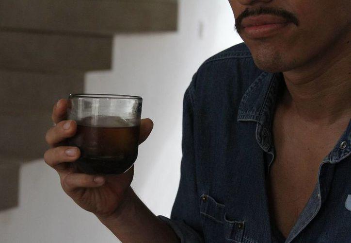 El consumo de alcohol durante diciembre puede incrementarse hasta 50 % con motivo de las fiestas de la temporada. (Octavio Martínez/SIPSE)