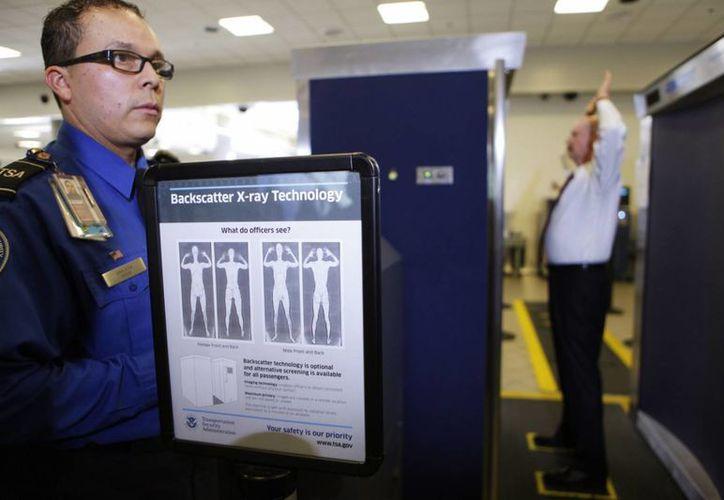 El abuso de los aparatos de rayos X, en el aeropuerto de Chicago, fue dejado al desnudo por un exagente de la Agencia de Seguridad de Transporte. (Foto de contexto/Agencias)