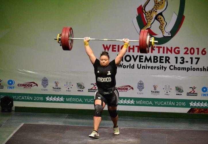 La mexicana Tania Mascorro se proclamó campeona mundial en el último día de las competencias del Mundial de Halterismo.(Daniel Sandoval/Milenio Novedades)